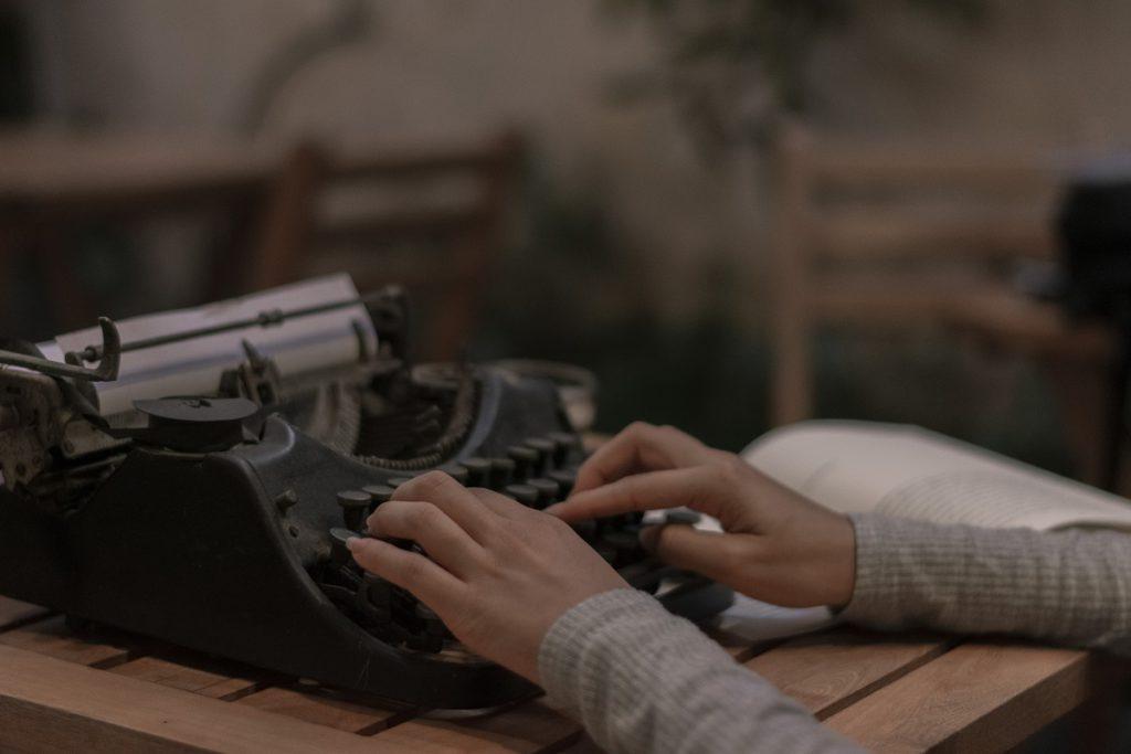 El arte de escribir versos, el silencio en la poesía