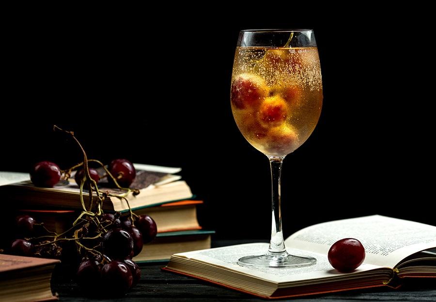 El aroma de un buen vino y un libro